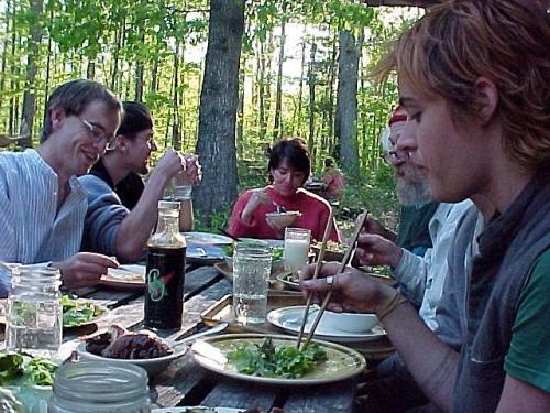 Wspólny posiłek w osadzie Twin Oaks