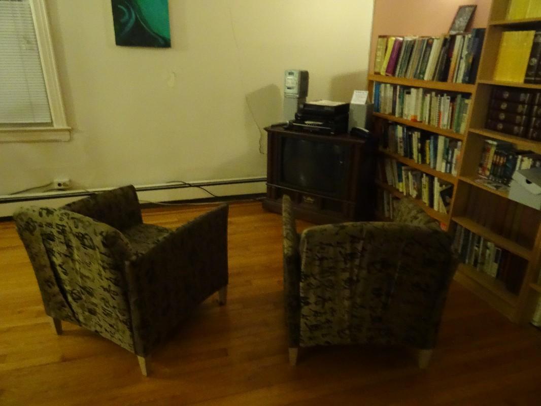 Jedno z wielu pomieszczeń wspólnych - w każdym domu jest przynajmniej jeden taki salon.